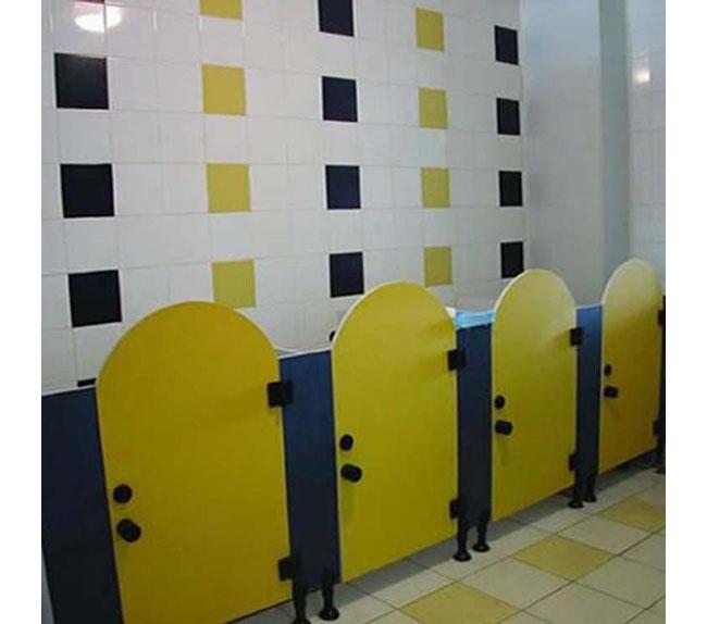 卫生间隔板20