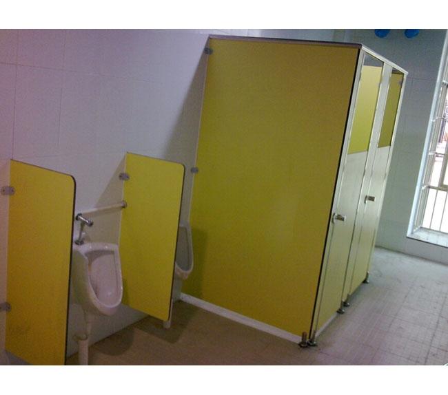卫生间隔板22